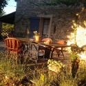 Table en terrasse à  la ferme du désert Vaucluse