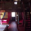 Vue intérieure, salle commune, ambiance pierre et bois
